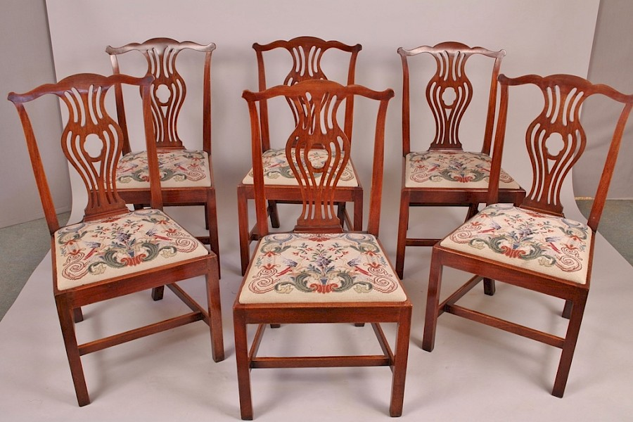 A Set of 6 Georgian Mahogany Dining Chairs