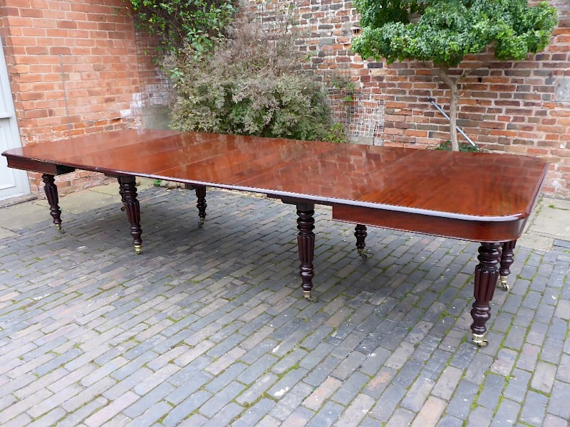 Superb 8 Leg Extending Dining Table in Mahogany seats 14 plus