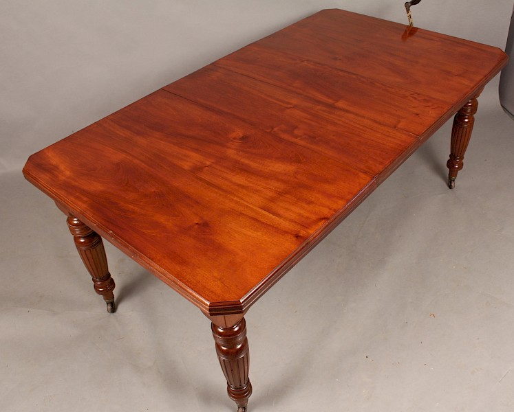 A Late Victorian Extending Dining Table seats 8