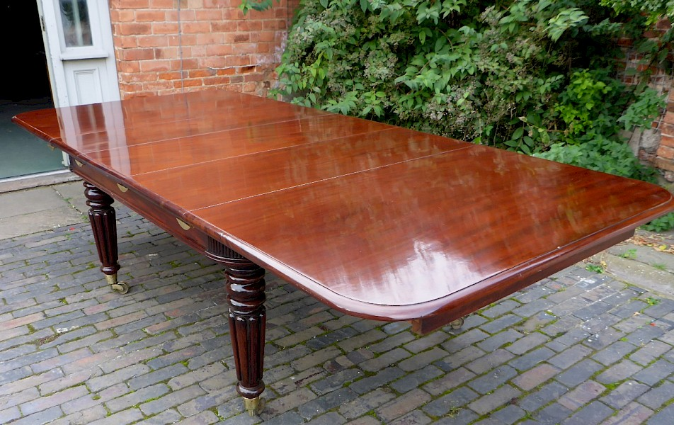 Super Quality Regency Mahogany Extending Dining Table