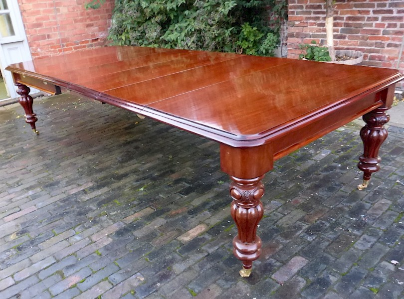 A Superb Victorian Mahogany Extending Dining Table