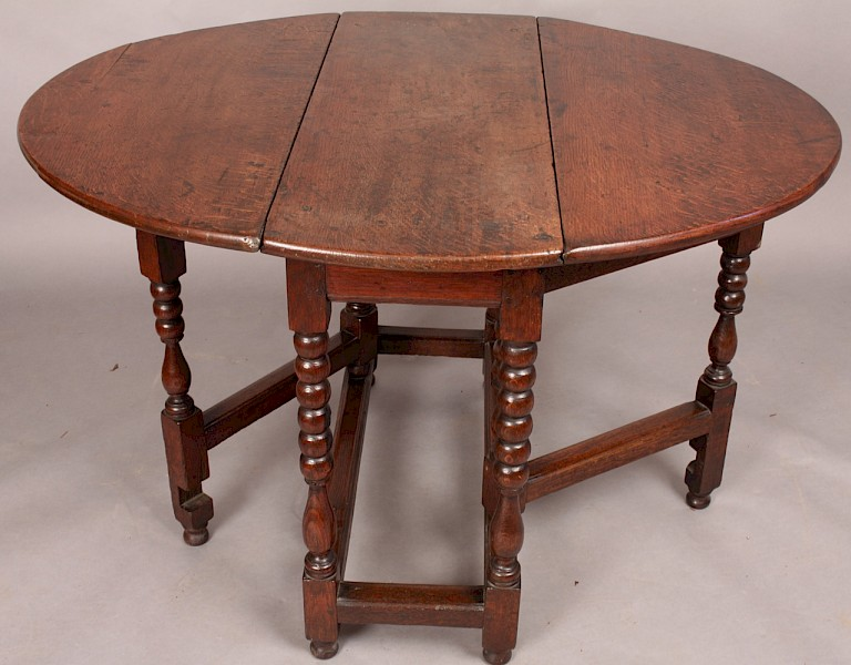 ATTRACTIVE 17TH CENTURY SMALL GATE TABLE