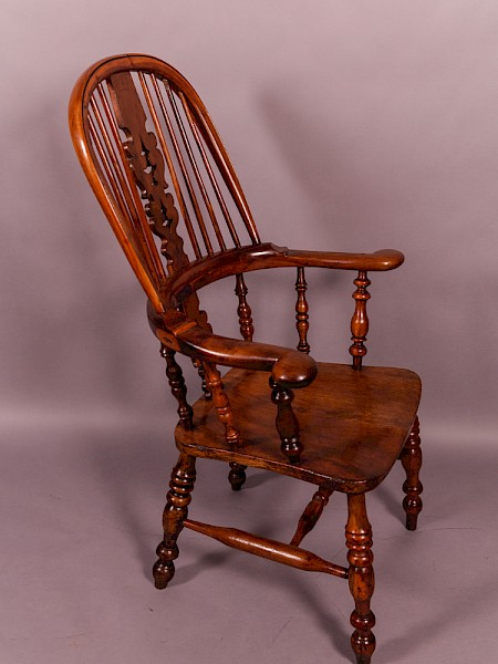 Broad Arm Windsor Chair in Yew Wood Worksop maker