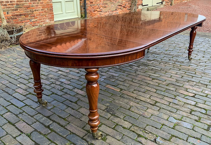 Fine Victorian Mahogany Extending Dining Table 3 Leaves seat 10