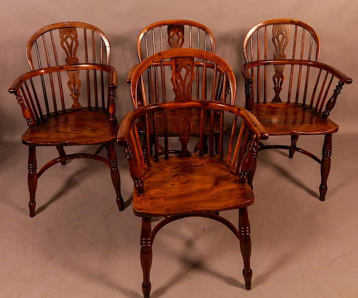 A Set of 4 Yew Wood Windsor Chairs Rockley