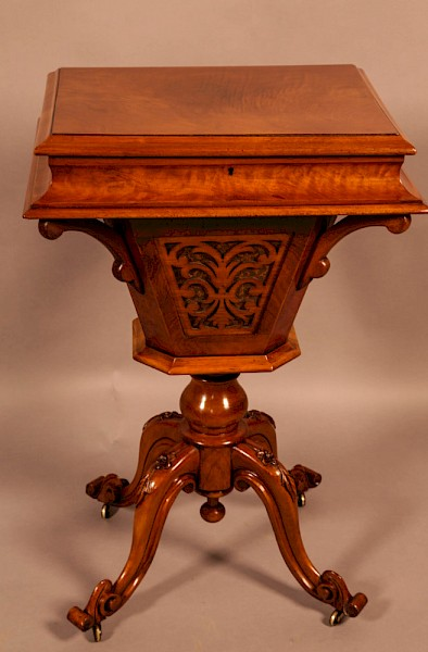 A Victorian Ladies Sewing Table Walnut Super Quality